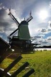 Ветрянки в Голландии с каналом Стоковая Фотография RF