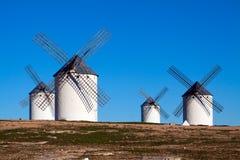 4 ветрянки в поле Стоковое Изображение RF