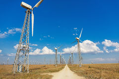 Ветрянки в поле Стоковая Фотография