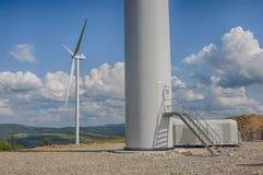 Ветрянки в поле Стоковые Изображения