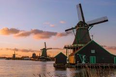 Ветрянки в Zaanse Schans, Амстердаме, Голландии Стоковое Изображение