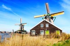 Ветрянки в Zaanse Schans, традиционная деревня около Амстердама, Стоковые Изображения