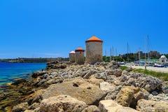 Ветрянки гавани Mandraki на острове Родоса Греции день солнечный Стоковые Изображения