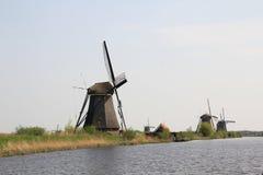 Ветрянки на банке канала. Стоковое фото RF