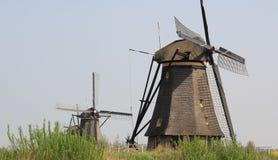 Ветрянки на банке канала. Стоковая Фотография