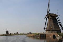 Ветрянки на банке канала. Стоковое Фото