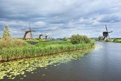 Ветрянки на канале, Kinderdijk, Нидерландах Стоковые Изображения RF