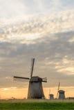 3 ветрянки на пасмурном вечере в Нидерландах Стоковые Изображения