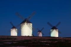 Ветрянки на поле в ноче Стоковое Изображение