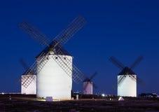 Ветрянки на поле в ноче Стоковое Изображение RF