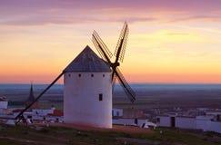 Ветрянки на поле в сумерк Ла Mancha Стоковые Фото