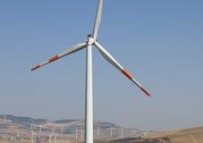 Ветрянки на поле для электричества Стоковая Фотография