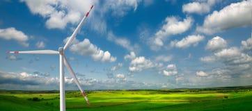 Ветрянки на поле Стоковая Фотография