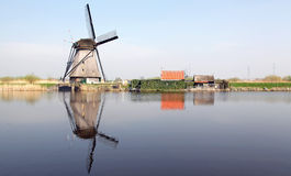 Ветрянки на Kinderdijk, Нидерландах Стоковые Изображения