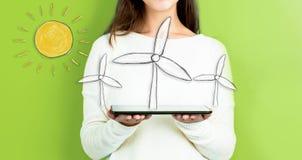 Ветрянки при женщина держа таблетку стоковое изображение rf