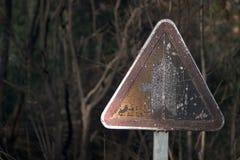 Ветхий предупредительный знак Стоковая Фотография RF