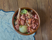 Ветчина бака глиняного кувшина и суп фасоли Стоковая Фотография