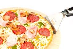 ветчина величает соус салями пиццы pesto Стоковое фото RF