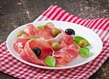 Ветчина, оливки, базилик Стоковое Изображение RF