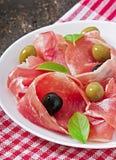 Ветчина, оливки, базилик Стоковая Фотография RF
