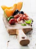 Ветчина, дыня и оливки стоковое фото
