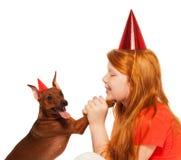 Вечеринка по случаю дня рождения игры девушки для собаки Стоковые Изображения RF