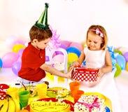 Вечеринка по случаю дня рождения ребенка. стоковые фото