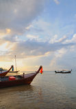 Вечер в заливе Kamala в Таиланде Стоковые Фотографии RF