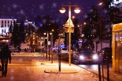 Вечер зимы с уличными светами Стоковая Фотография RF