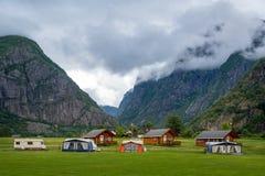 Вечер на красивом норвежском месте для лагеря стоковое фото rf
