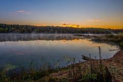Вечер на озере стоковые фотографии rf
