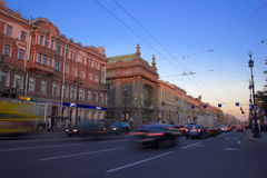 Вечер на Nevsky Prospekt, Санкт-Петербурге, России Стоковые Фотографии RF