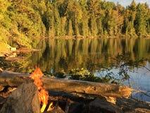 Вечер Солнце на озере Стоковая Фотография