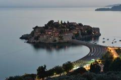Вечер Sveti Stefan, малый островок и курорт в Черногори. Стоковые Изображения RF