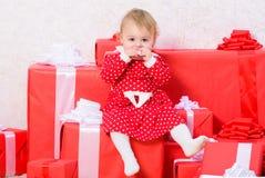 Вещи, который нужно сделать с малышами на рождестве Подарки рождества для малыша Подарки для рождества ребенка первого Отпразднуй стоковое фото rf