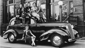 Веденные девушки одичалый (все показанные люди более длинные живущие и никакое имущество не существует Гарантии поставщика что бу Стоковые Изображения