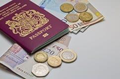 Великобританские пасспорт и деньги Стоковое Изображение RF