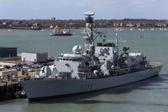 Великобританский военный корабль - гавань Портсмута - Великобритания Стоковая Фотография RF