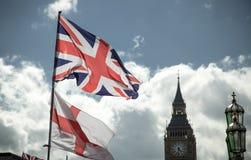 Великобританский флаг Юниона Джек дуя в ветре Стоковая Фотография RF