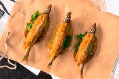 великобританское деревянное таблицы заедк рыб обломоков традиционное Стоковые Фото