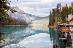 великобританское озеро Канады columbia изумрудное обнаружило местонахождение yoho национального парка стоковые фото