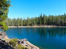 великобританское озеро Канады columbia изумрудное обнаружило местонахождение yoho национального парка Стоковые Изображения RF