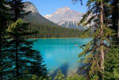 великобританское озеро Канады columbia изумрудное обнаружило местонахождение yoho национального парка Стоковое Изображение RF
