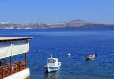 Великолепный взгляд Santorini от Thirasia islan Стоковые Изображения
