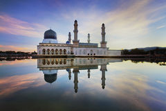 Величественная мечеть во время захода солнца Стоковое Изображение RF