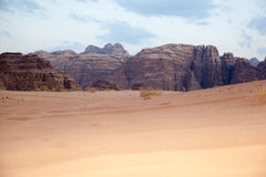 Величественная пустыня горы рома вадей в Джордане Стоковое Изображение
