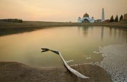 Величественная плавая мечеть на проливах Малаккы во время захода солнца Стоковые Изображения RF
