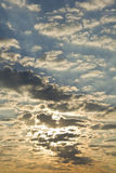 Величественное небо с облаками на восходе солнца Стоковое Изображение RF