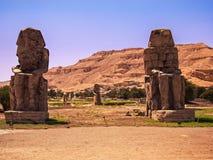 Величественные колоссы Memnon в Египте Стоковые Фотографии RF