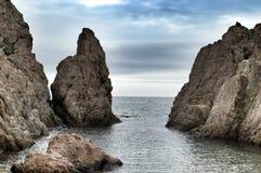 Величественные утесы в Средиземном море Стоковые Изображения